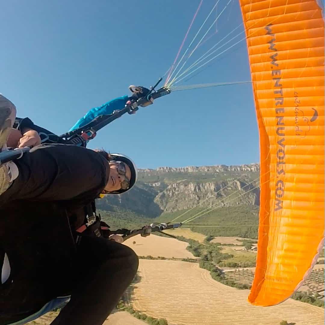Paragliding tandem acrobatics